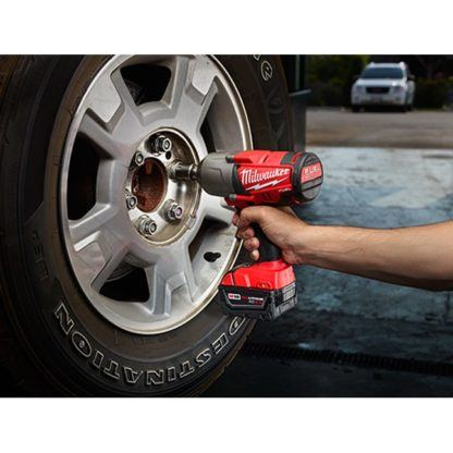 Milwaukee 2763-22 M18 Fuel Impact Wrench Kit - Friction Ring In Use 1