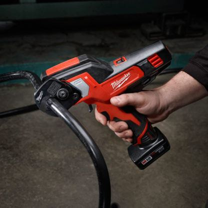 Milwaukee 2472-20 M12 600 MCM Cable Cutter Cutting
