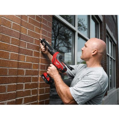 Milwaukee 2641-20 M18 Cordless Caulk and Adhesive Gun In Use 1