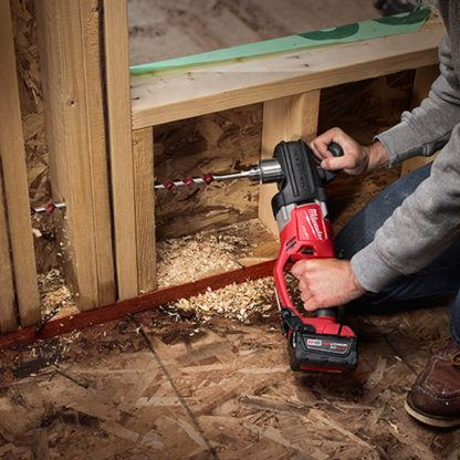 Milwaukee 2707-20 M18 FUEL HOLE HAWG Right Angle Drill In Use 3