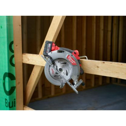 Milwaukee 2731-20 M18 FUEL Circular Saw In Use 4