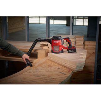 Milwaukee 0882-20 M18 Compact Vacuum In Use 3
