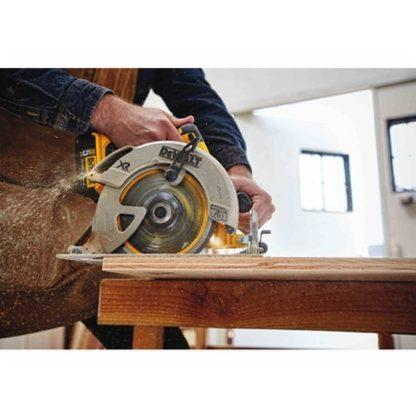 DeWalt DCS570P1 20V Max Brushless Circular Saw Kit 3
